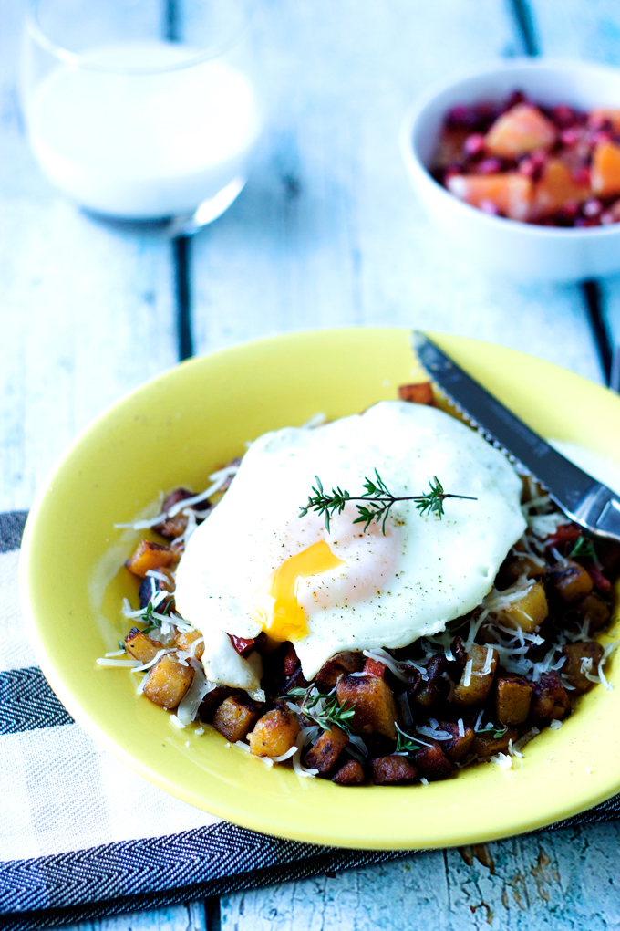 Simple Breakfast Potato and Ham Hash with an Egg | Cooks with ...