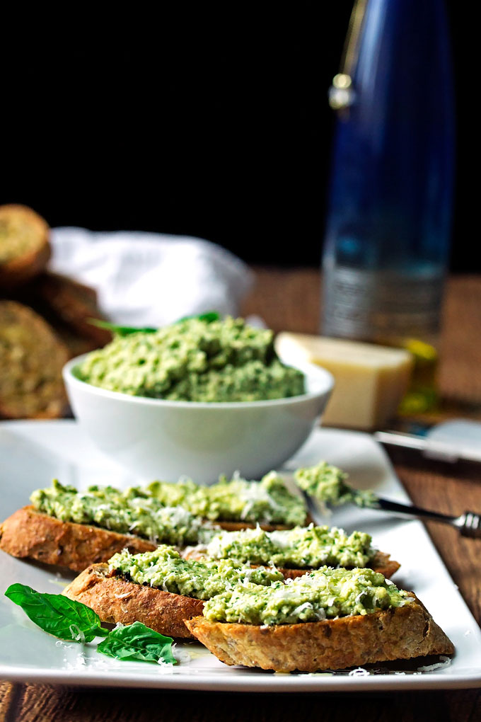 Artichoke, Lemon & Cashew Pesto Crostinis