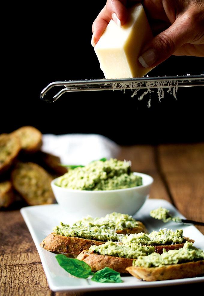 Artichoke, Lemon & Cashew Pesto Crostinis